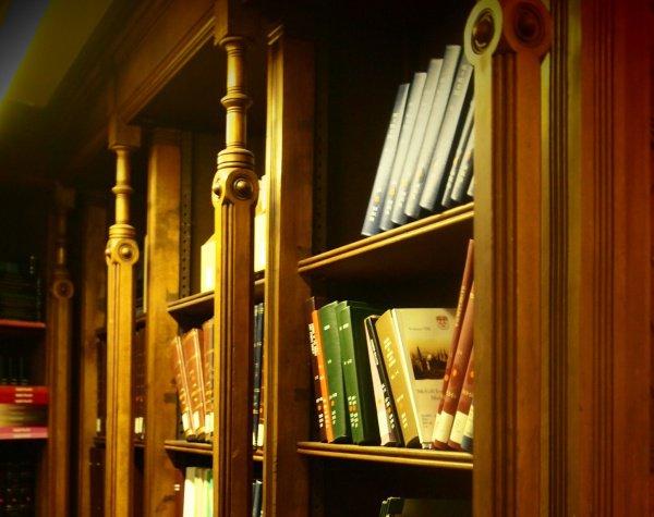 Имам Мухаммад аш-Шэйбани написал около тысячи книг по религиозным наукам!