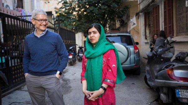 Совместные планы мусульманской активистки и Apple помогут больше чем 100 тыс девочкам из бедных семей получить среднее образование