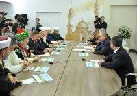Путин заявил о необходимости возрождения исламской богословской школы