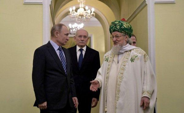 Путин на встрече с Талгатом Таджуддином.