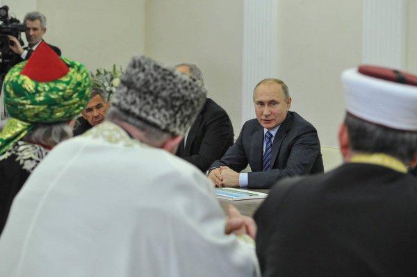 Путин на встрече с мусульманскими лидерами.
