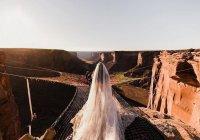 В США пара поженилась на высоте 120 метров над пропастью (ФОТО)