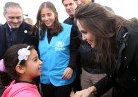 Анджелина Джоли побывала в лагере беженцев в Иордании (Фото)
