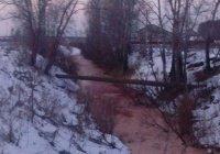 Река с красной водой появилась под Тюменью
