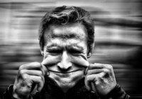 Каких 8 несчастий таит в себе громкий смех?