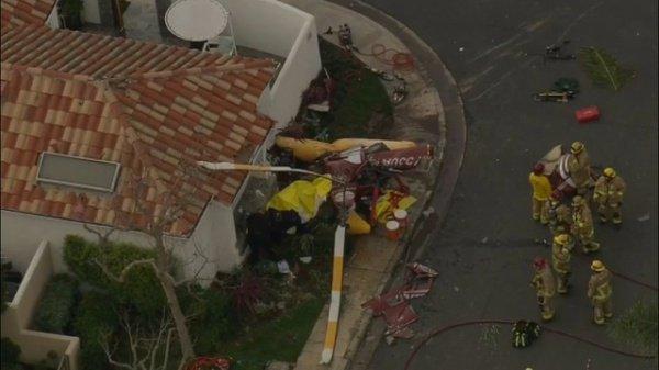 Вертолет влетел в жилой дом в Калифорнии (ФОТО)