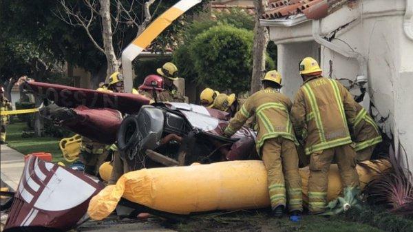 На месте аварии работают спасатели