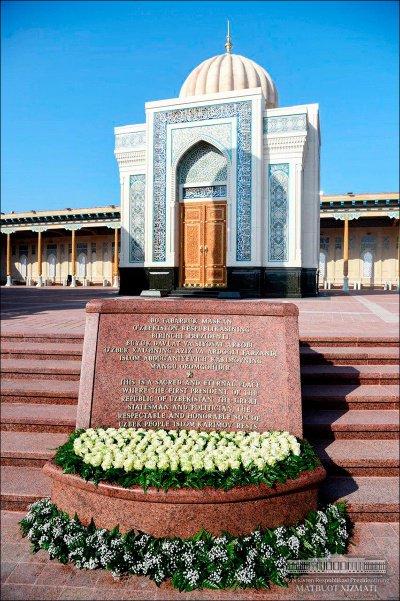 Мавзолей возведен над могилой Ислама Каримова.