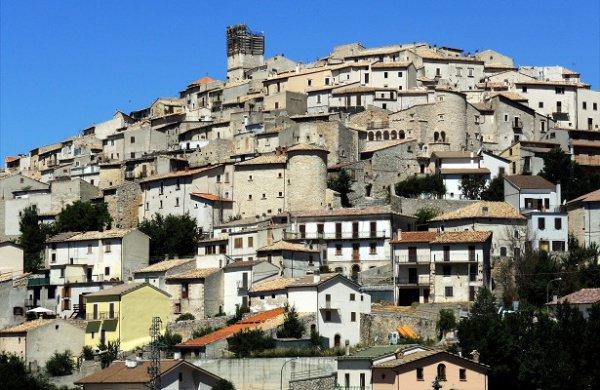 Наострове Сардиния устроили акцию распродажи домов по €1