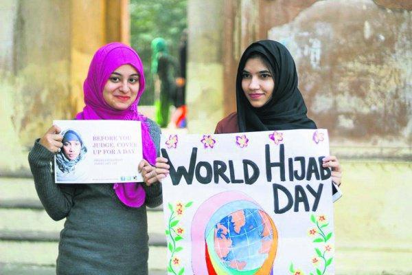Мусульманки чествую символ женской скромности.