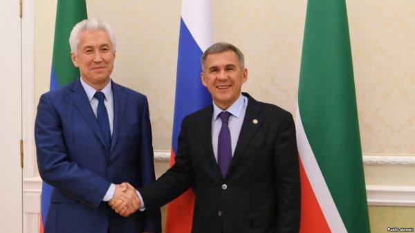 Владимир Васильев и Рустам Минниханов на встрече в Казани в 2017 году.