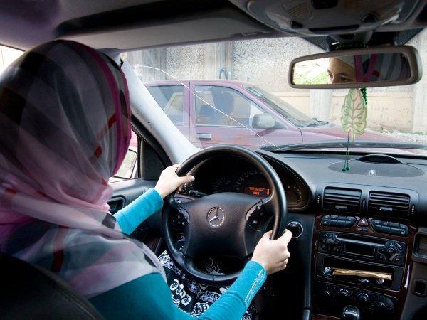 Мусульманки будут работать водителями такси.