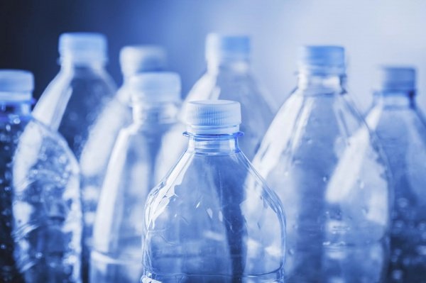 Ученые назвали пластиковые бутылки вероятной первопричиной рака