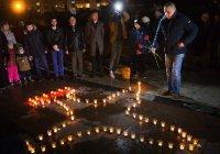 В память о погибшем в Сирии пилоте выложили самолет из горящих свечей
