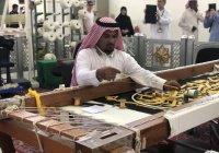 Муфтию РТ показали технологию изготовления покрывала для Каабы