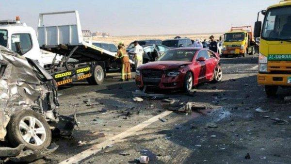 Эмираты: 44 автомобиля столкнулись на высокоскоростной трассе