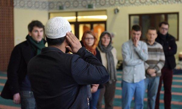 Мечети откроют двери для всех желающих.