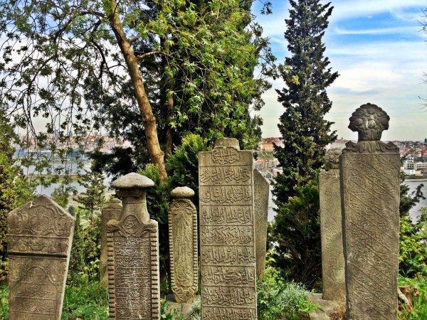 Посещение могил является дозволенным действием