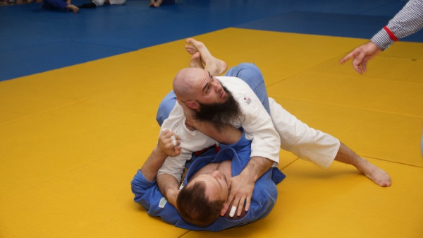 В Казани определят лучшего борца в стиле джиу-джитсу.