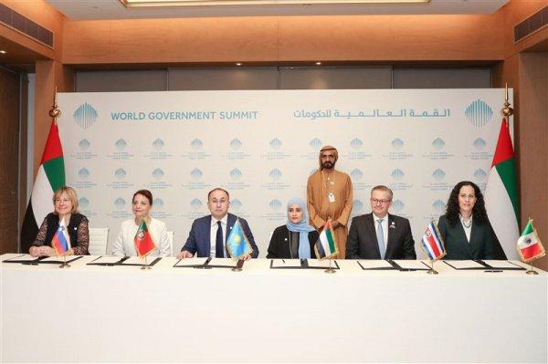 Представители стран-членов Глобальной коалиции счастья на саммите а Дубае.
