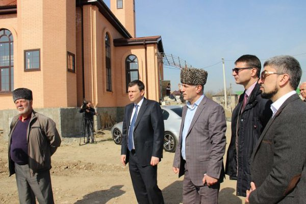 Муфтий Духовного управления мусульман республики Адыгея и Краснодарского края посетил строящуюся мечеть.