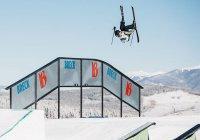 Лыжник из Швейцарии поднялся на эскалаторе как супермен (ВИДЕО)
