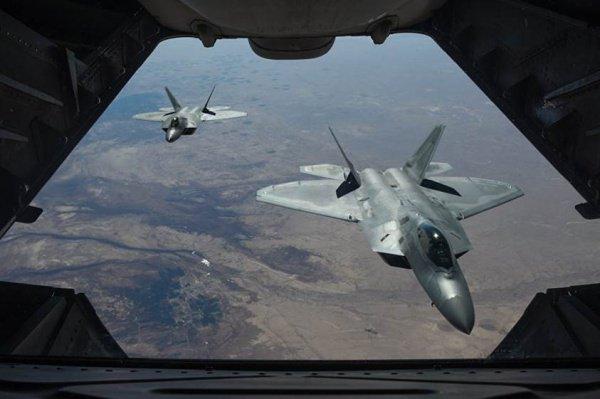 США нанесли массированный авиаудар в Сирии 7 февраля.