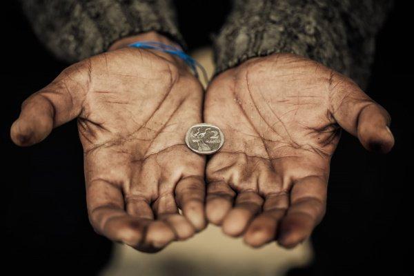 Пророк (с.г.в.) сказал: «Бедность в этом мире - трудность, а в Ахирате - радость»