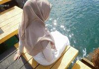 Впервые Линдси Лохан появилась на публике в хиджабе (ФОТО)
