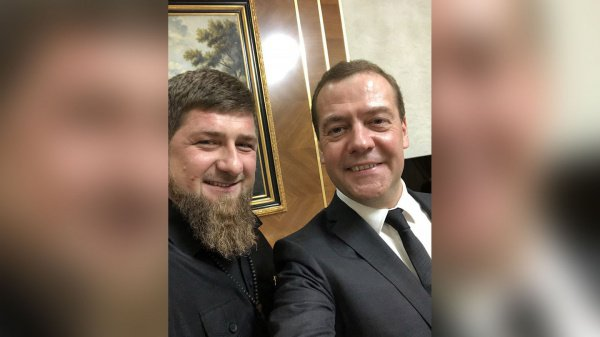 «Я держал телефон, а Дмитрий Анатольевич нажал на кнопку», — прокомментировал публикацию Кадыров
