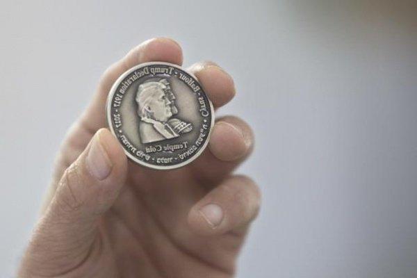 Памятная монета с изображением Трампа.