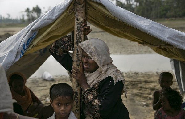 Из Мьянмы в Бангладеш бежали около 690 тысяч рохинджа.