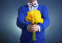 Российским мужчинам объяснили, как выбирать цветы