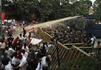 Власти Шри-Ланки ввели чрезвычайное положение из-за межрелигиозных столкновений
