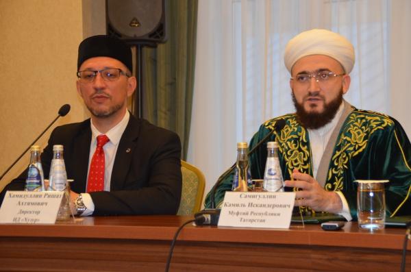Журналистам презентуют первое республиканское мусульманское телевидение.