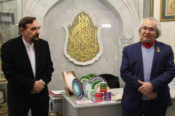 Рустам Мухаметзянов с каллиграфом Наджипом Наккашом