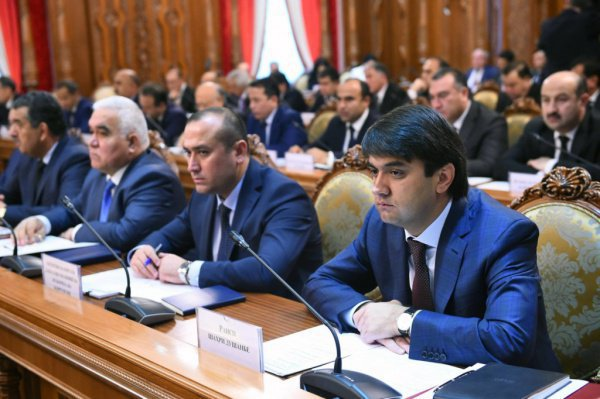 Члены правительства Таджикистана.