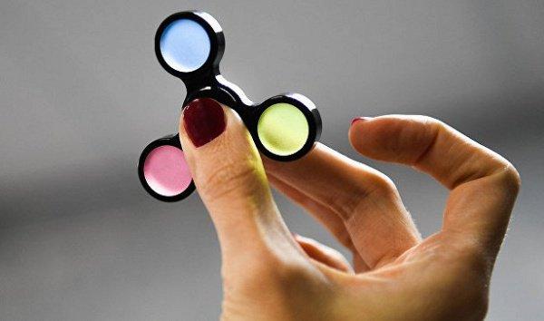 Спиннеры представляют угрозу для детей, в особенности модели c подсветкой
