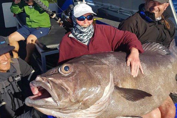 По словам рыбачки, она сразу поняла, что на ее удочку клюнула большая рыба