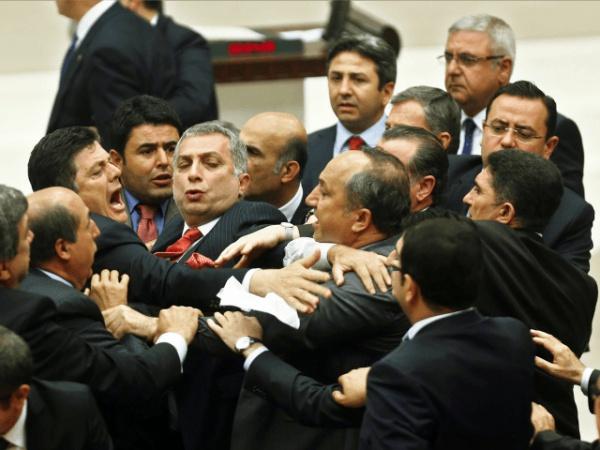 Драка в турецком парламенте.