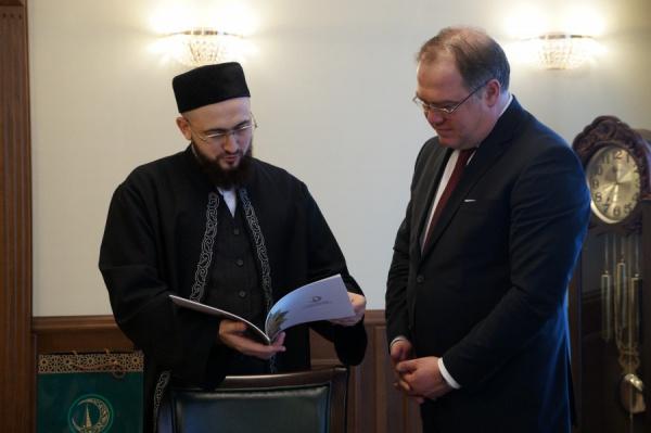 Муфтий Татарстана с новым Генконсулом Турции в Казани.