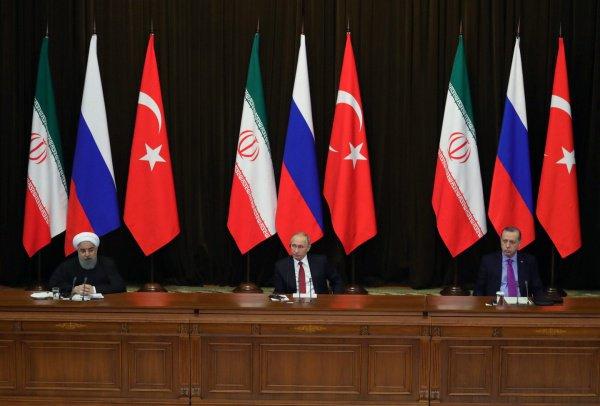 Первую встречу по Сирии лидеры России, Турции и Ирана провели 22 ноября 2017 года в Сочи.