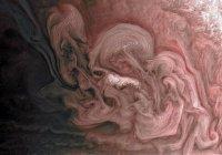 НАСА разместило фото розовой бури на Юпитере