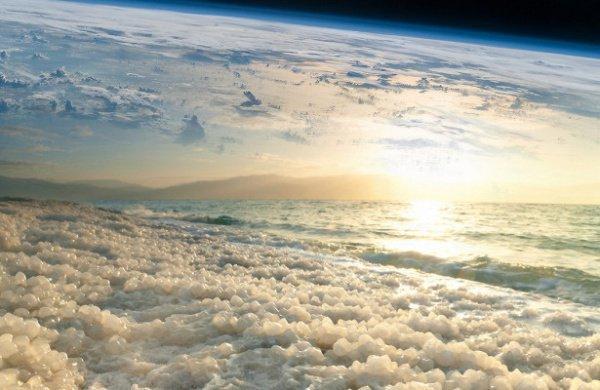 При этом исходящее от Земли инфракрасное излучение не блокируется