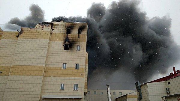 Жертвами пожара на данный момент стали 64 человека.