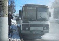 Автобус с журналистами загорелся по пути на проверку торговых центров
