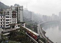 В Китае мужчина передвинул 3-этажный дом (ВИДЕО)
