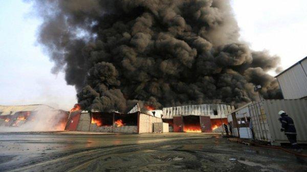 Пожар в йеменском порту.