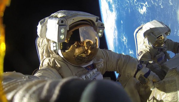 Сейчас в российском сегменте космической станции для тренировок космонавтов есть беговая дорожка и велотренажер