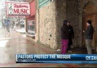Христиане охраняли мечеть в «День наказания мусульман»